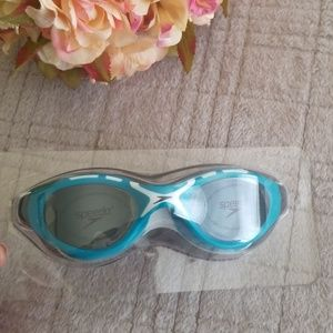 Brand new speedo swimming goggle